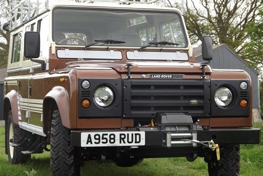 Land Rover 110 County Station Wagon (2)