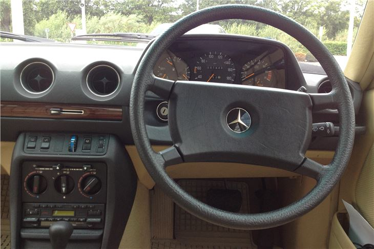Mercedes W123 Dashboard